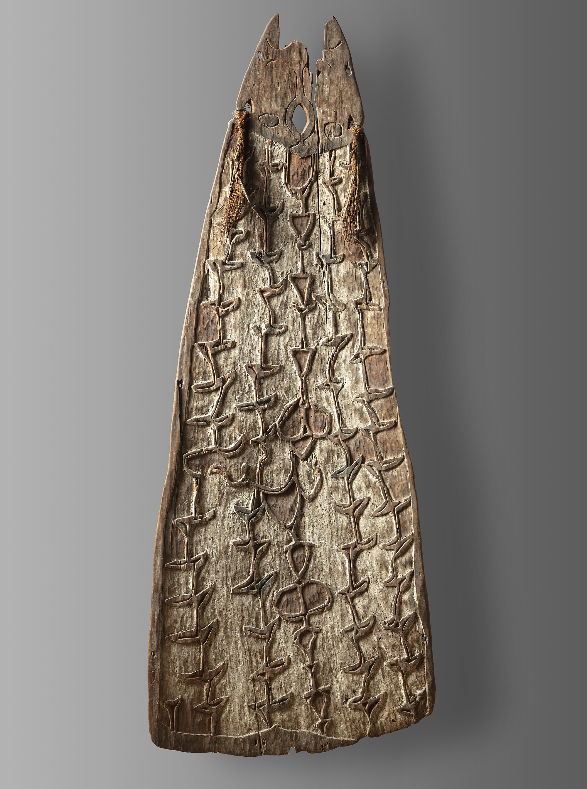 Shield with multiple arrow strikes. Northwest Asmat, Papua, Indonesia. Early 20th Century, collected by the Missionaries of the Sacred Heart (MSC). Private collection. 130 cm Photo: Jan van Esch