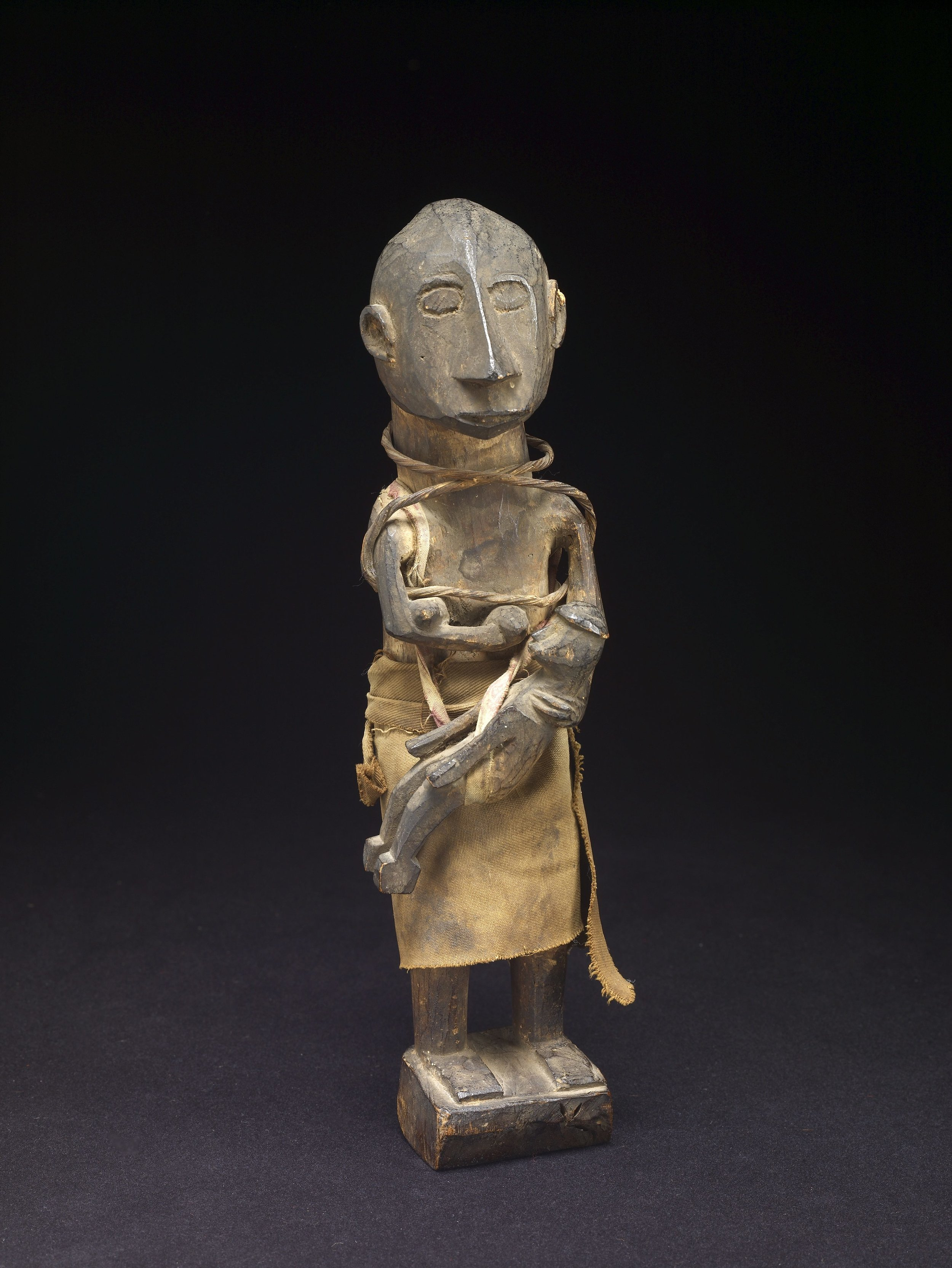 Hanging Ancestor Figure of Mother with Child | Atauro © de Young | Fine Arts Museums of San Francisco