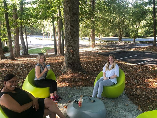 Our management team enjoying the new natural area 🍃🍂 we are loving the cooler mornings for our team meetings!  #outdoormeetings #naturalpark #districtatchamblee