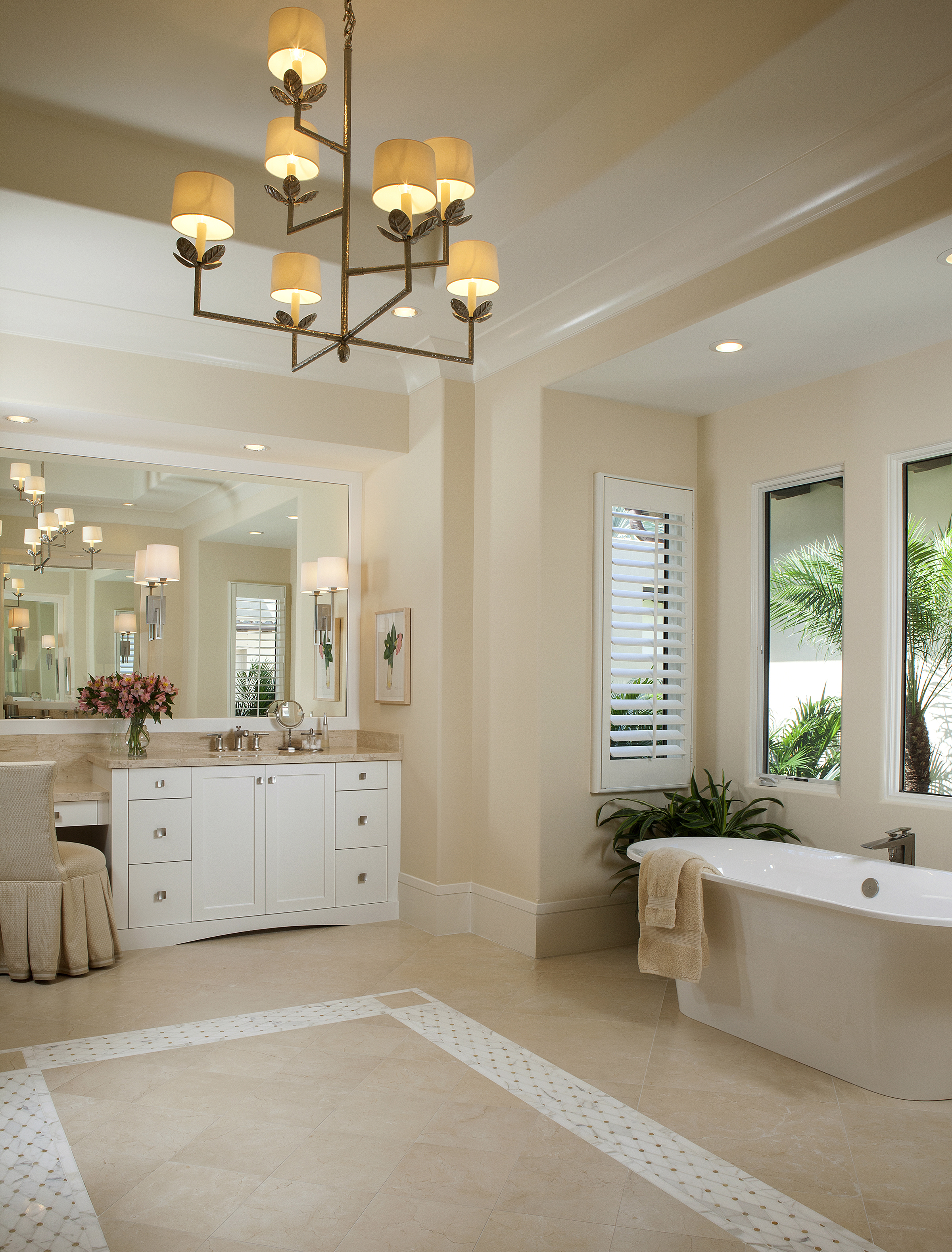 TROPICAL_RETREAT_MASTER_BATHROOM.jpg
