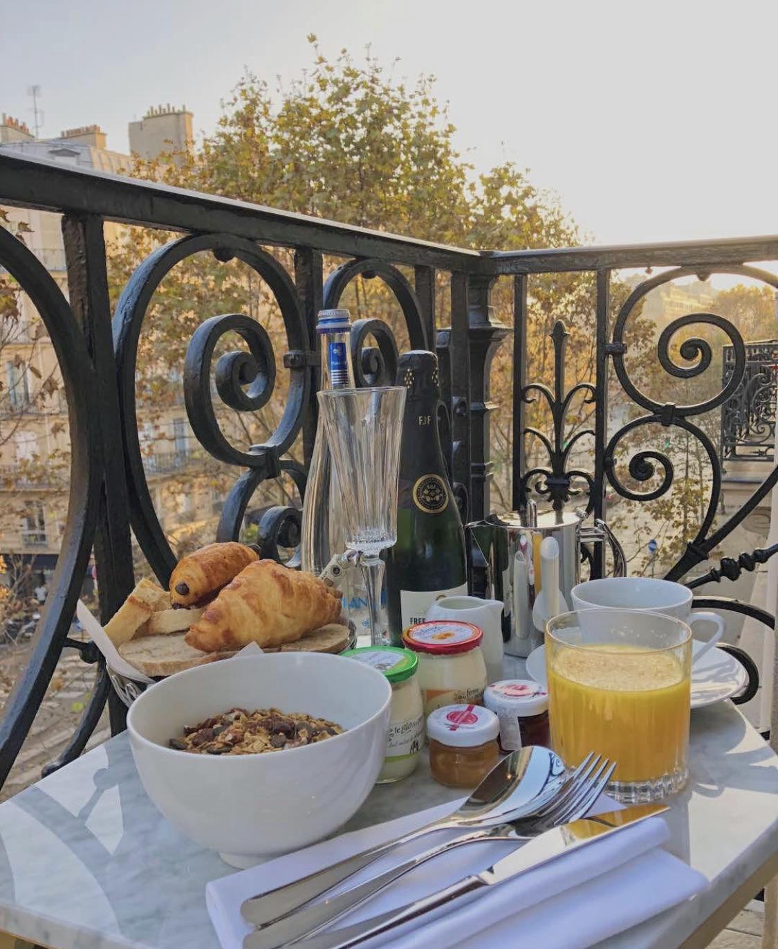 Hotel Bowmann breakfast on balcony
