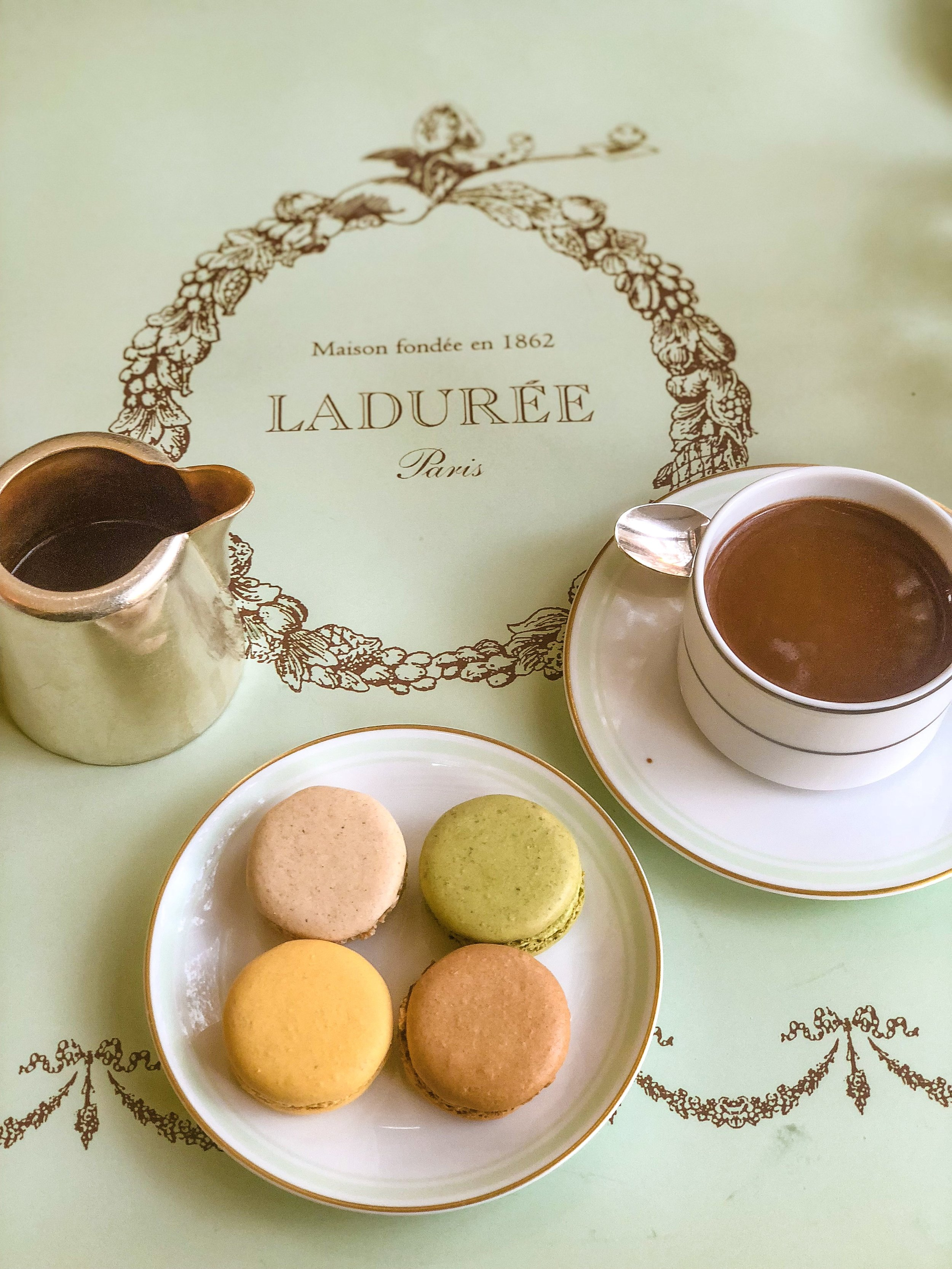 Laudre located by Champs Elysee