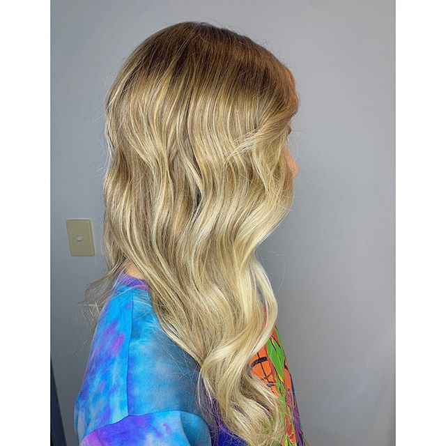 Waves for days using GHD wand . . #curehairdressing #hair #hairdressing #sydneyhairdressing