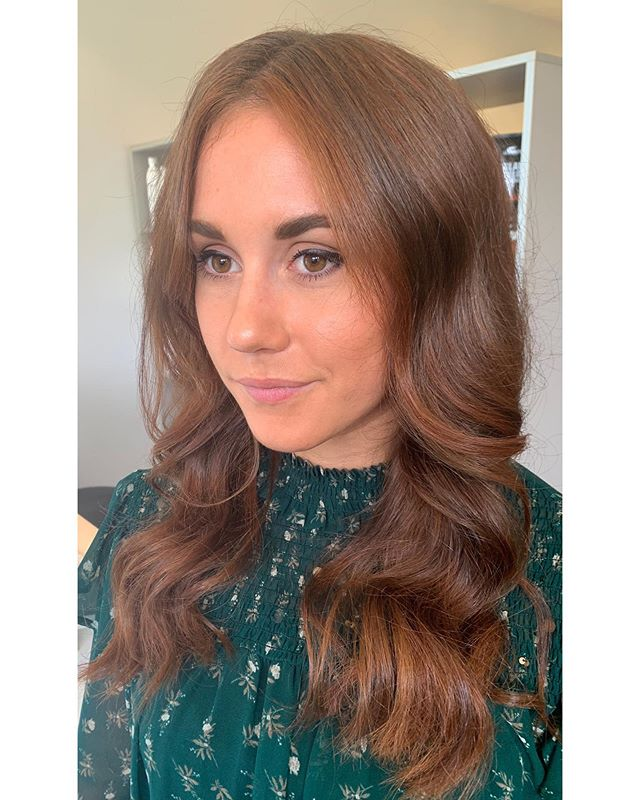 Spicing it up with the copper tones . . #hair #hairdressing #highlights #copperhair #copperhighlights #haircolour #colourexperts #blowdry #curlyblowdry #ghdcurls #ghd #goodhairday #labiosthetique #labiosthetiquecolor #labiosthetiqueaus #redhead #hairgoals #beachwaveshair #northenbeaches #sydneyhairdresser #curehairdressing #weknowcolour