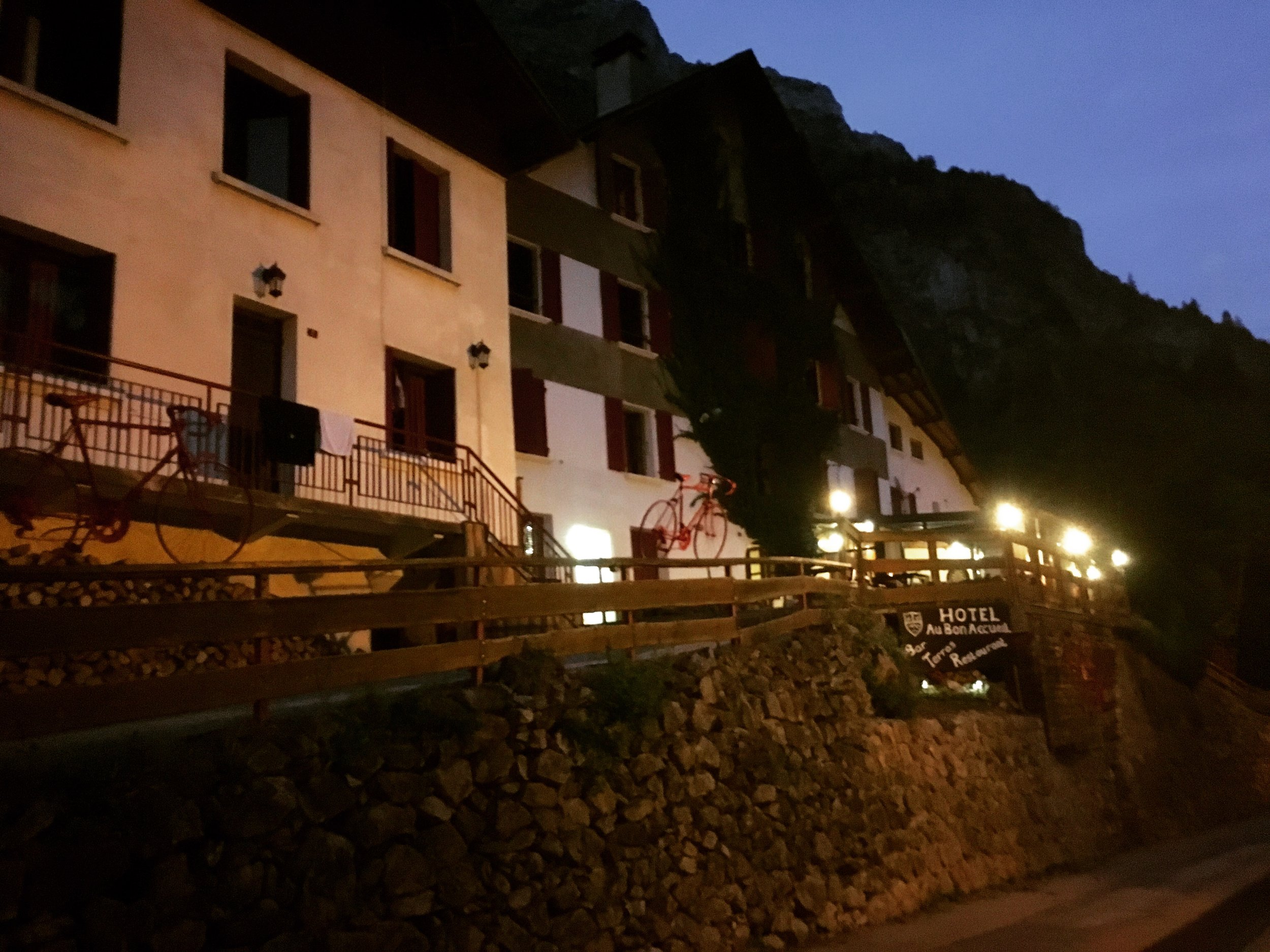 Hotel Nuit.JPG