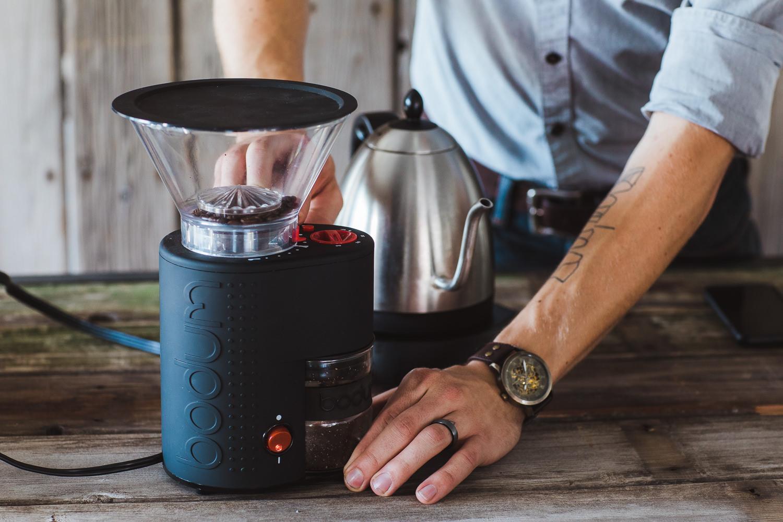 Barista using the Bodum Electic Coffee Burr Grinder