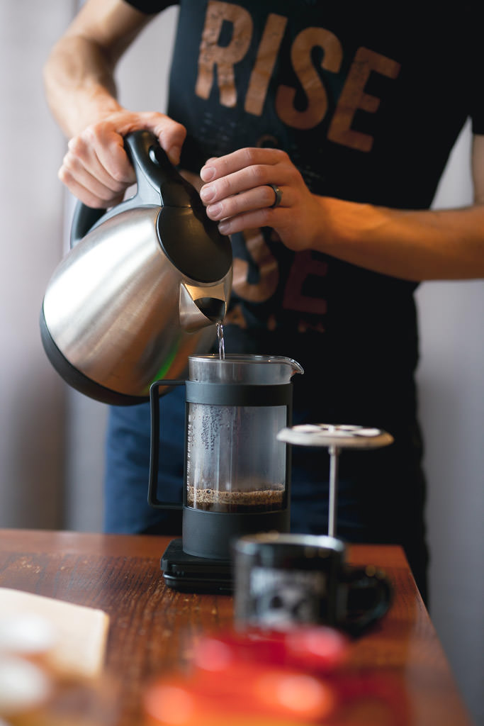 Brewing coffee with the french press