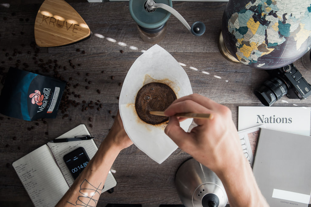 Stirring the bloom for even saturation in a sifted Chemex