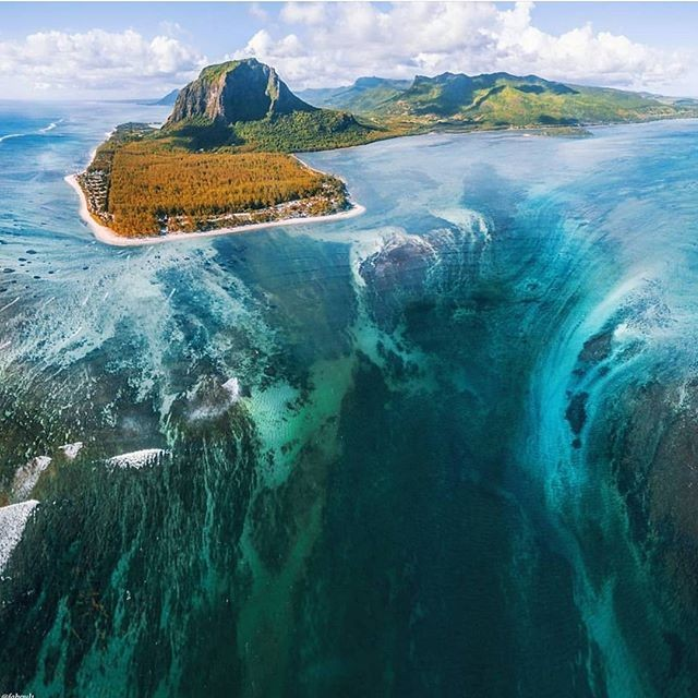 The underwater waterfall of Le Morne - Seeing this never gets old! #mauritius . Thanks 📸 @fabouls & @bastienhere . . . . . . . . . . . #adventure #weekend #travel #mauritius #wanderlust #summer #instatravel #travel #summerholiday #fitness  #mauritiusexplored  #adventure  #perth  #brisbane  #sydney #Melbourne #adelaide #adventure #beer #fishing  #islandlife  #tropical  #honeymoon #phoenixbeer #phoenixbeeraus #australia #influencer #beers #surf @mauritius