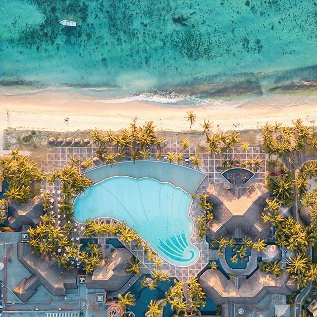 Pure Paradise! . Photo by the amazing @wazou_75 . . . . . . #adventure #weekend #mauritius #wanderlust #summer #instatravel #travel #instabeer #beer #mauritiusexplored #adventure #perth #brisbane #sydney #Melbourne #adelaide #adventure #instagood  #instadaily  #islandlife  #tropical  #honeymoon #instalike #phoenixbeeraus #australia #influencer #beers #surf #love