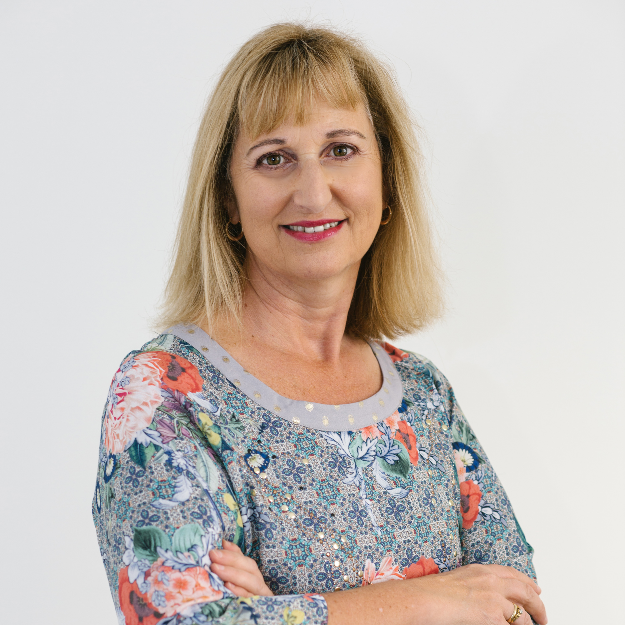 Jo Bozinoff   Office Manager   Jo joined Peter in May 2000 after having worked in various Executive Assistant roles. At Bozinoff Mortgages Jo ensures the business and back office functions are running smoothly. She manages the systems required to organise your mortgage.  Phone: 04 934 1832 Mobile: 027 467 1877 Email:  jo@bml.net.nz