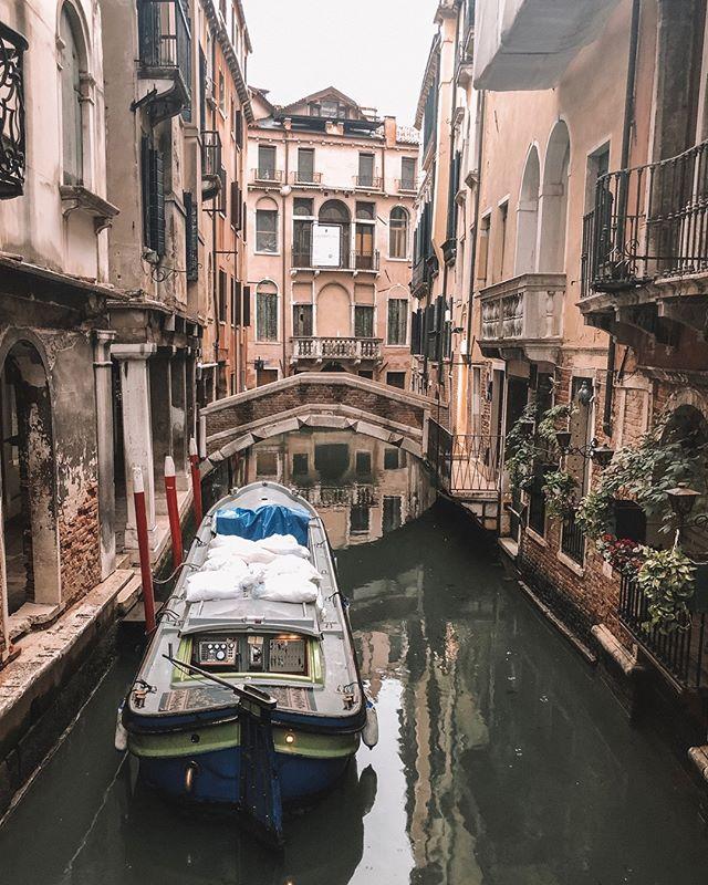 Just another day taking the garbage out via boat in Venice. ⠀⠀⠀⠀⠀⠀⠀⠀⠀ ⠀⠀⠀⠀⠀⠀⠀⠀⠀ ⠀⠀⠀⠀⠀⠀⠀⠀⠀ ⠀⠀⠀⠀⠀⠀⠀⠀⠀ ⠀⠀⠀⠀⠀⠀⠀⠀⠀ .  #womenwhotravel #travelblogger #travelgram #sheisnotlost #wanderlust #igtravel #travelphotography #travelling #letsgoeverywhere #doyoutravel #traveldeeper #passportready #lifewelltravelled #beautifulplaces #aroundtheworld #dametraveler #outdoorwomen #trashday #takeoutthetrash #venice #veniceitaly #italy #garbage #italia #venezia #roadtripeurope #venetianlife #everydaylife #canalviews #italianviews