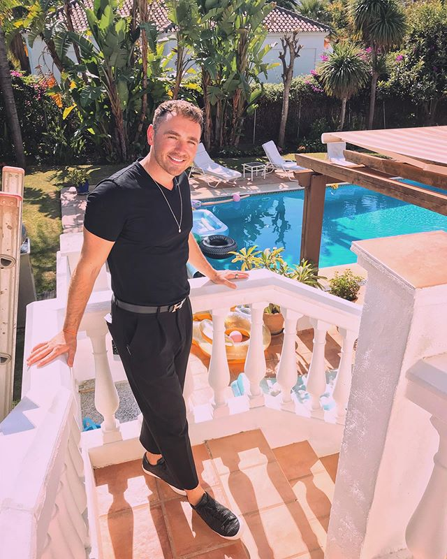 IN & OUT....cheeky villa party today in Marbella. Big thanks to Phil for booking and happy birthday sir! 🎂 🎉