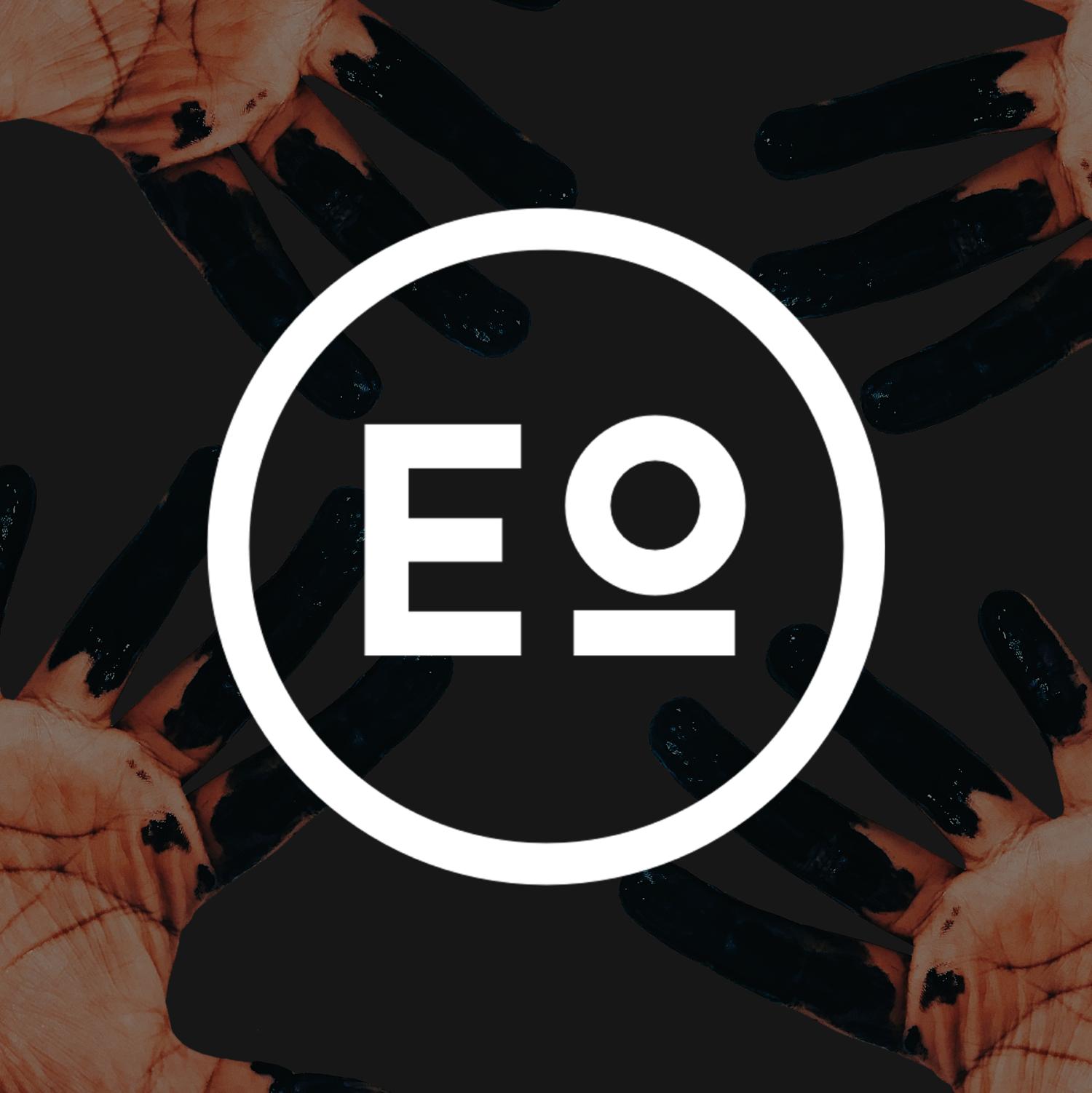 Design hands logo.png