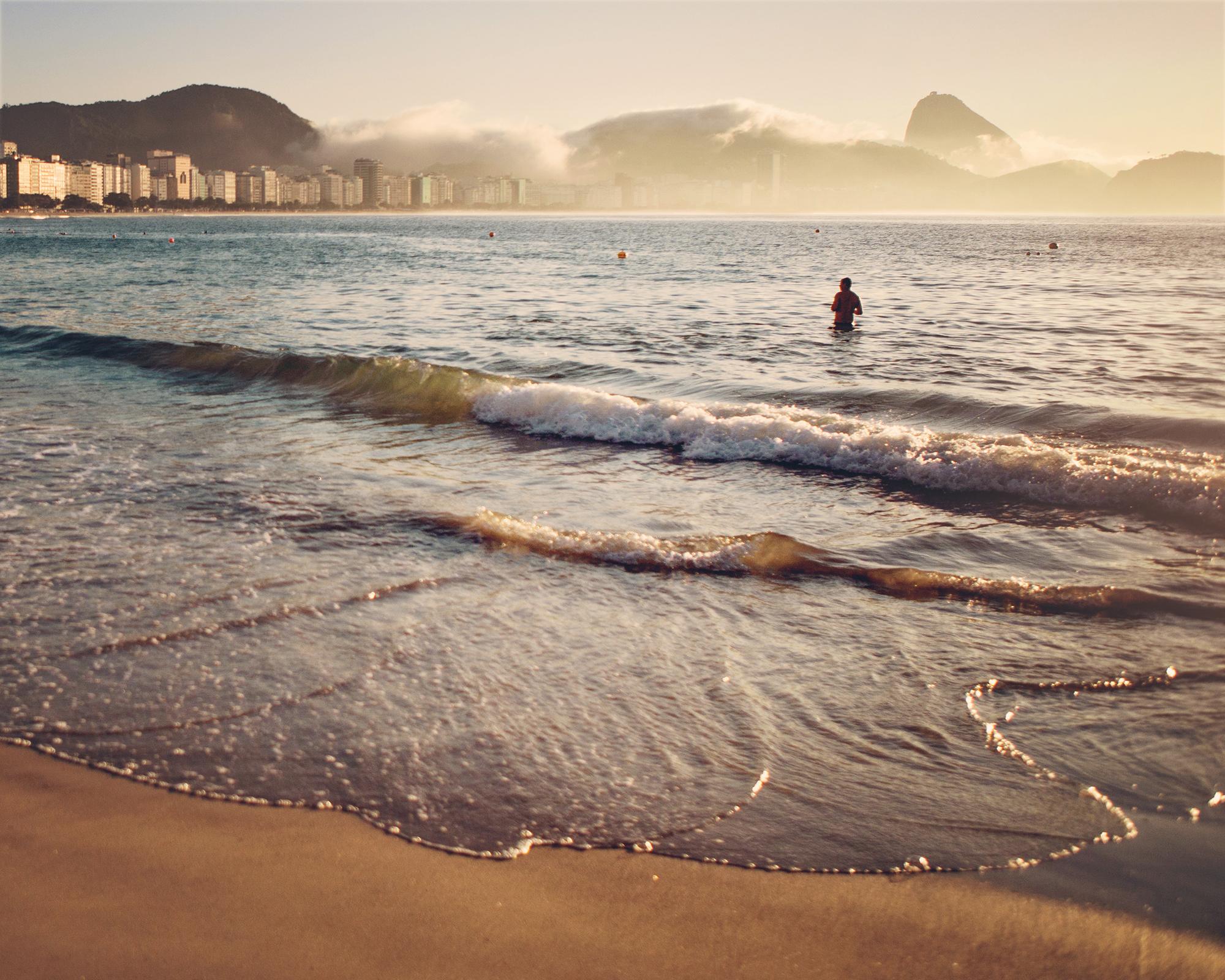 Lever du soleil — Copacabana, Rio de Janeiro, BRÉSIL — 2015 | ©  Nuambé