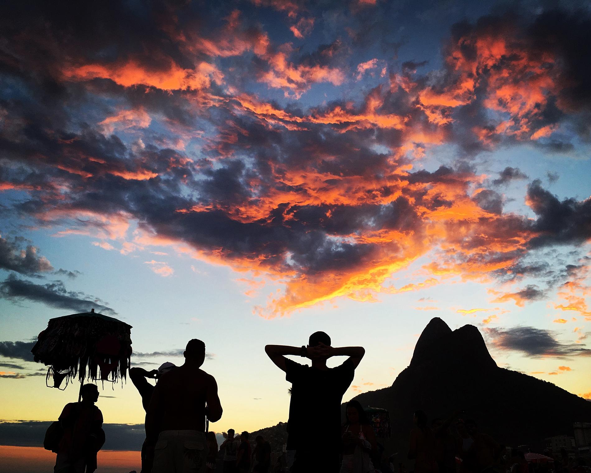 Coucher de soleil sur la plage d'Ipanema — Rio de Janeiro, BRÉSIL   — Éternité