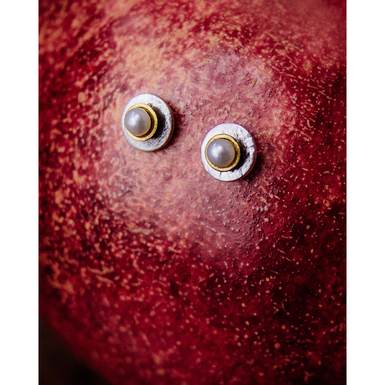 Puces d'Oreilles - Exemple de puces d'oreilles avec perle. La forme des puces est libre: rectangle, carré, rond, triangle, etc…c'est votre choix !