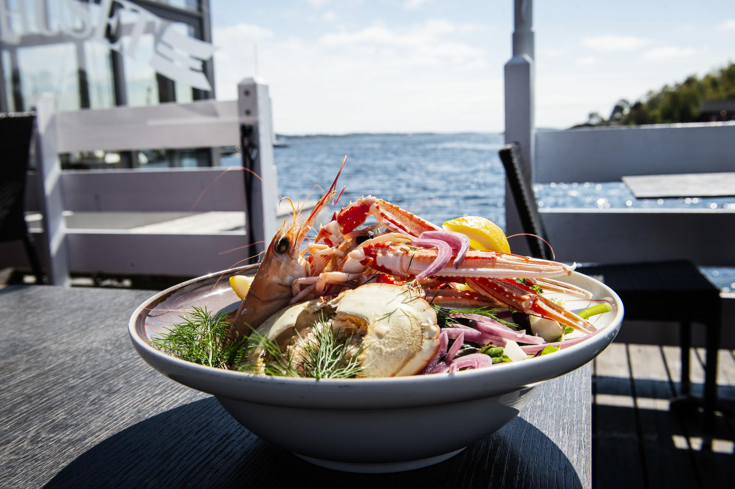 En bugnende skalldyrtallerken: Men det er Moules Frites og fiskesuppa som er sommerens største slagere. I 2018 gikk det med henholdsvis 5000- og 7000 retter.