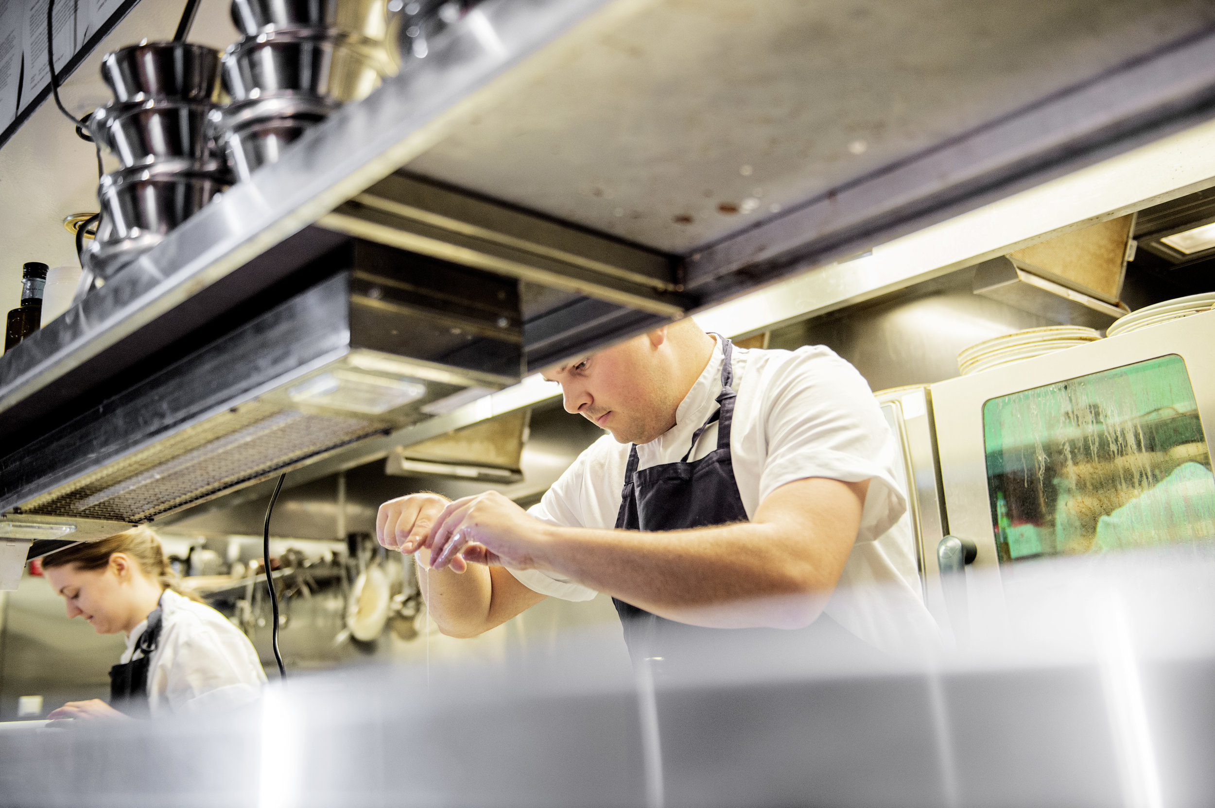 Kjøkkensjef Tommy Espeland har gått læretiden på Sjøhuset før han jobbet et par år på Måltid. Han kom «hjem» i 2010.