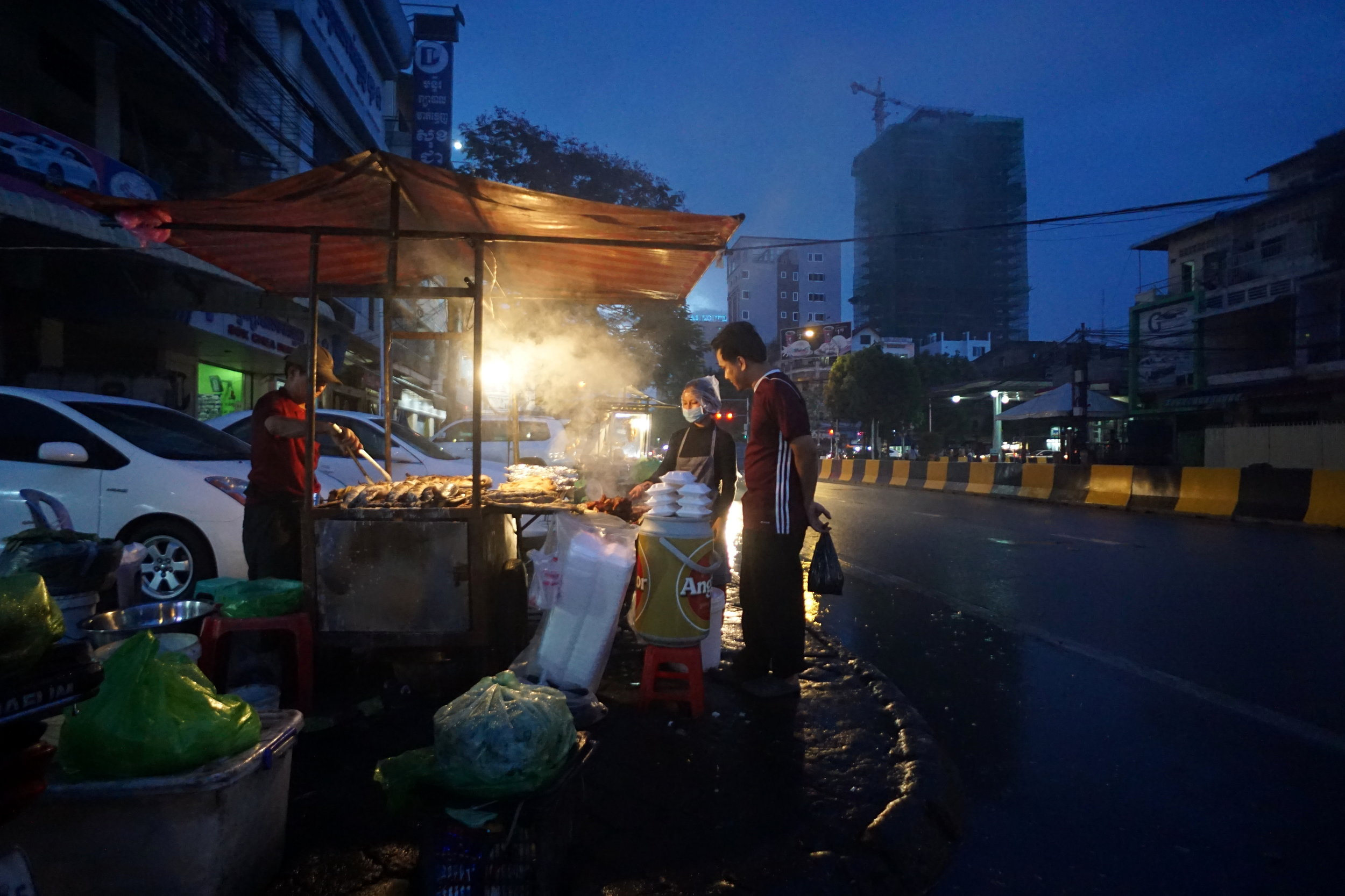 nighttime Phnom Penh food tour
