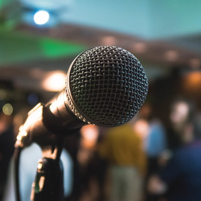 Digitale üBERZEUGUNGSARBEIt.wir helfen ihnen ihre digitale strategie in eine story (Narrative) oder eine überzeugende rede zu packen. Gerne geben wir auch als externer partner als keynote-speaker, panel-teilnehmer etc. impulse zugunsten der digitalen welt. - Keynotes & Ghostwriting