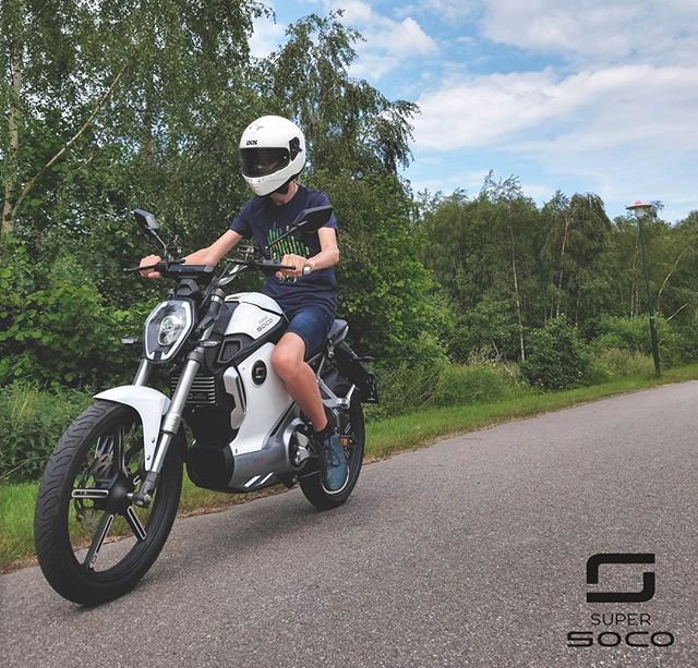 Super SOCO TS in white - never ending driving Bildcred till @johanfrithiofsson 😎 #supersocomoto #supersocosweden #supersoco #tsmodel #supersocots #electricscooter #electricbike #electricwheelicle #future #elmoped