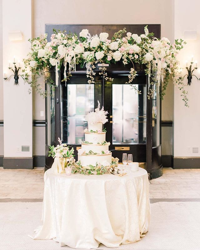 As a USC grad {go cocks 🐓} I wasn't exactly jumping at the opportunity to do our first travel wedding to the city that is famously hot in mid-June. But it did not disappoint! We had so much fun transforming this old bank @1208_washington into a romantic, floral filled wedding reception. How often do you get to dress up a vintage revolving door with lush romantic blooms?! ⠀⠀⠀⠀⠀⠀⠀⠀⠀⠀⠀⠀⠀⠀⠀ 📸: @markiewalden