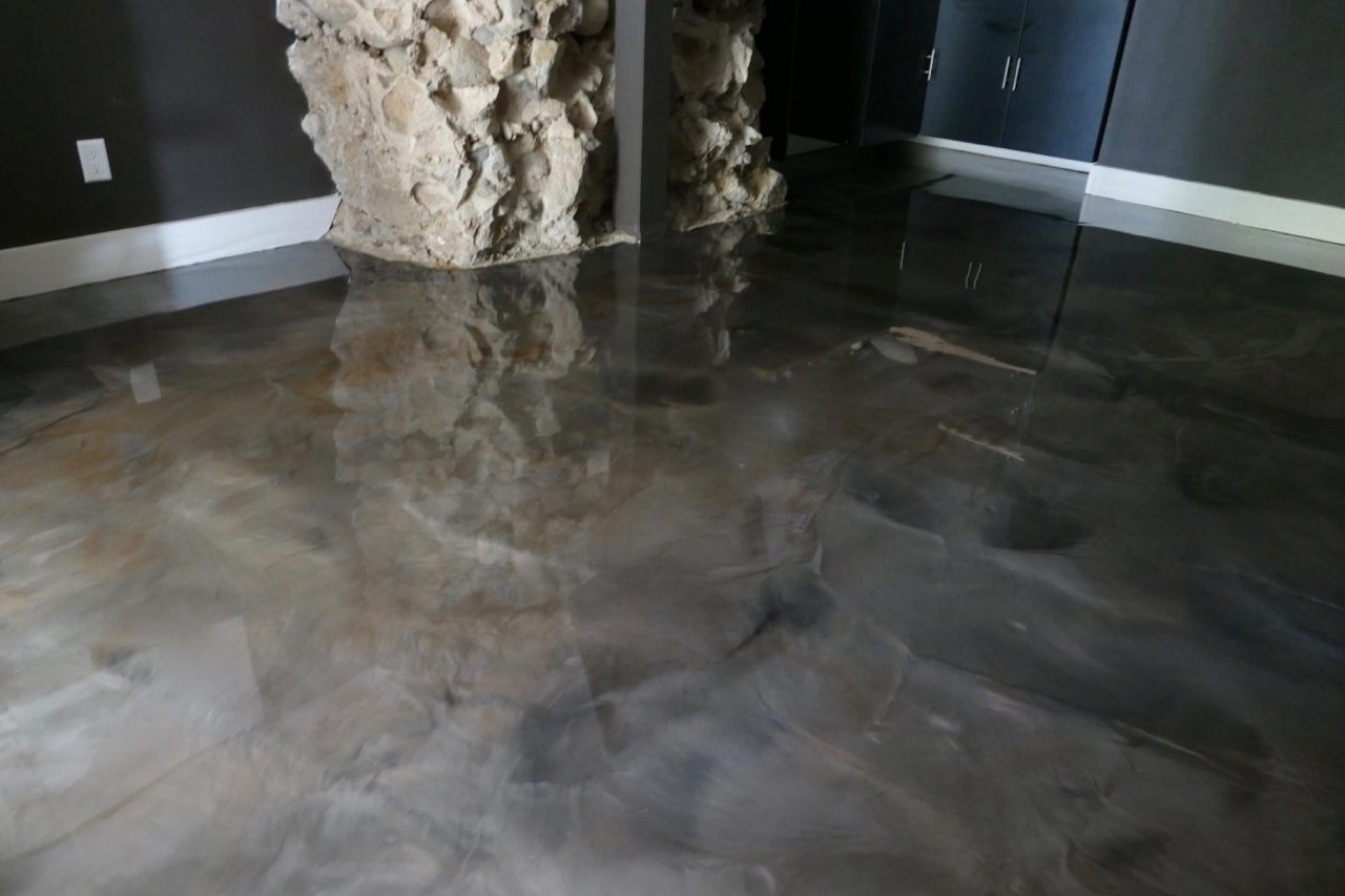 Decorative concrete floor coating for basements with metallic marble texture example