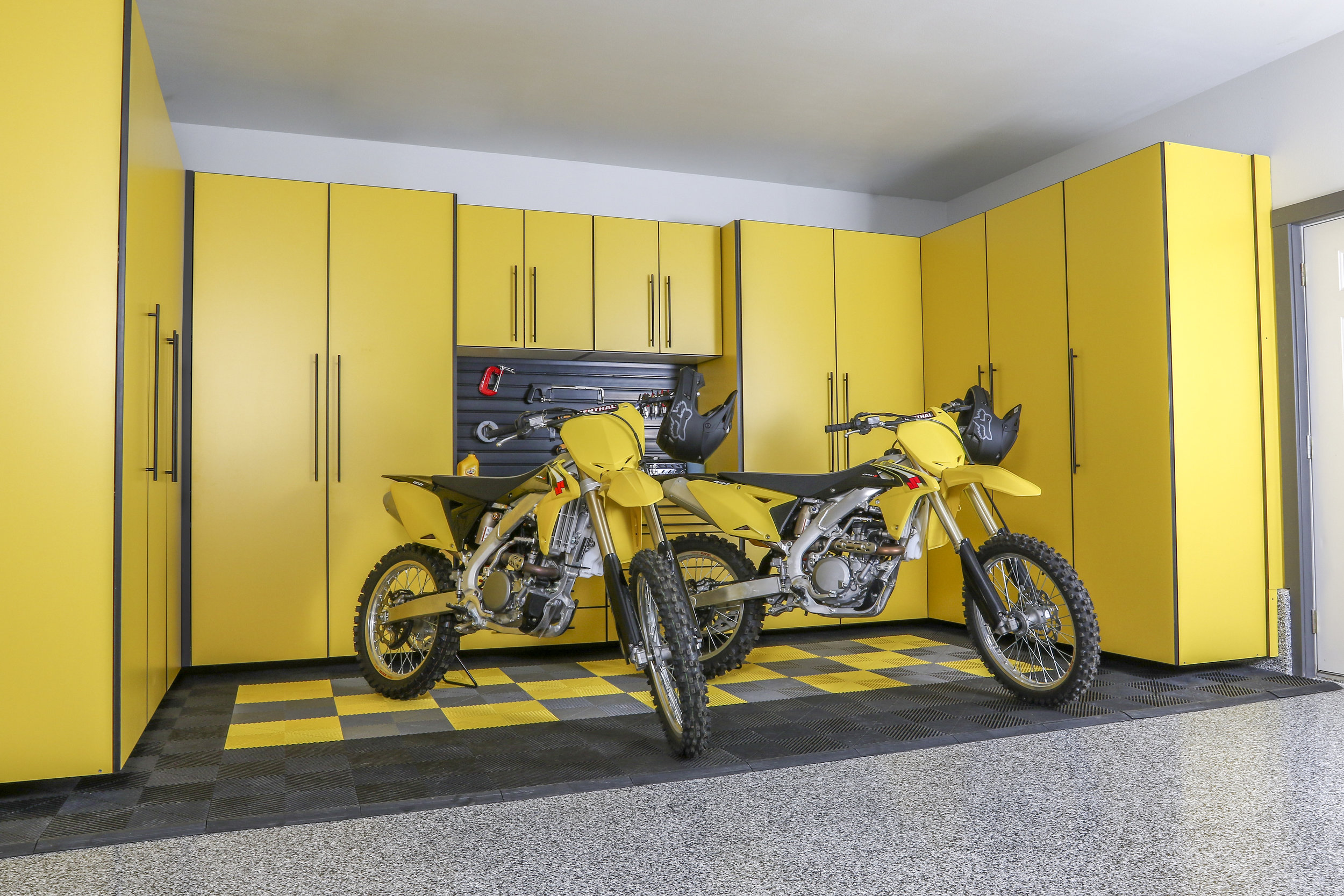 yellow_cabinets_nielson_02-signatureseries.jpg