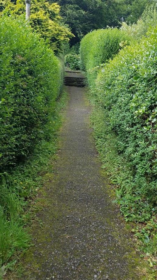 Footpath in Oban.jpg