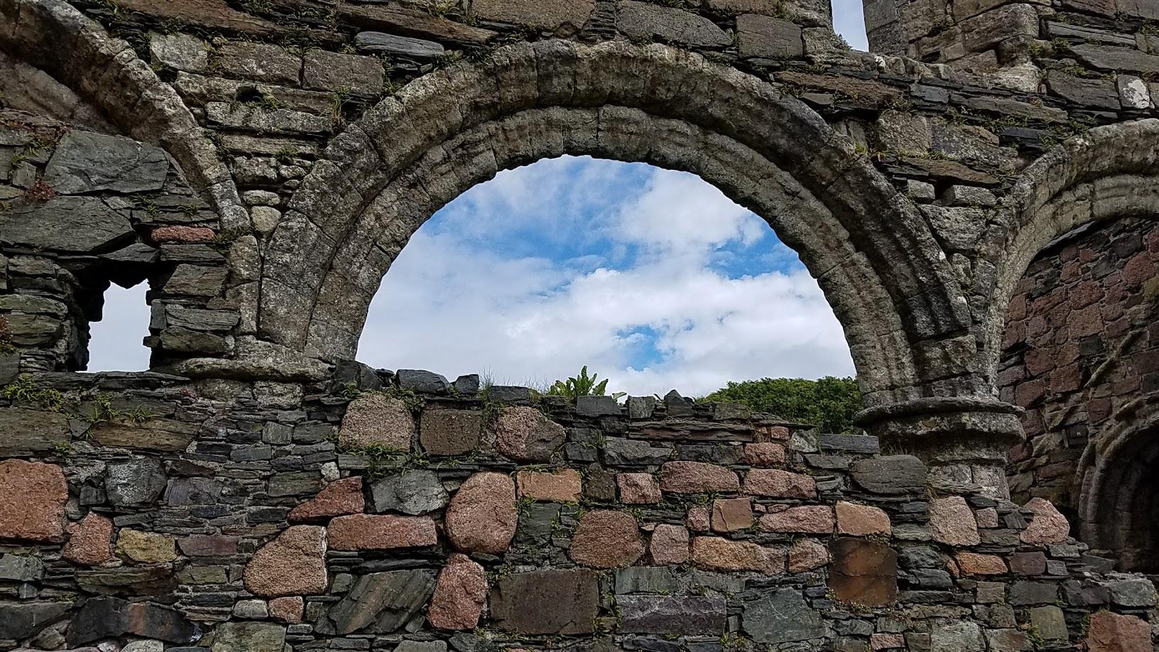 Nunnery Portal on Iona.jpg