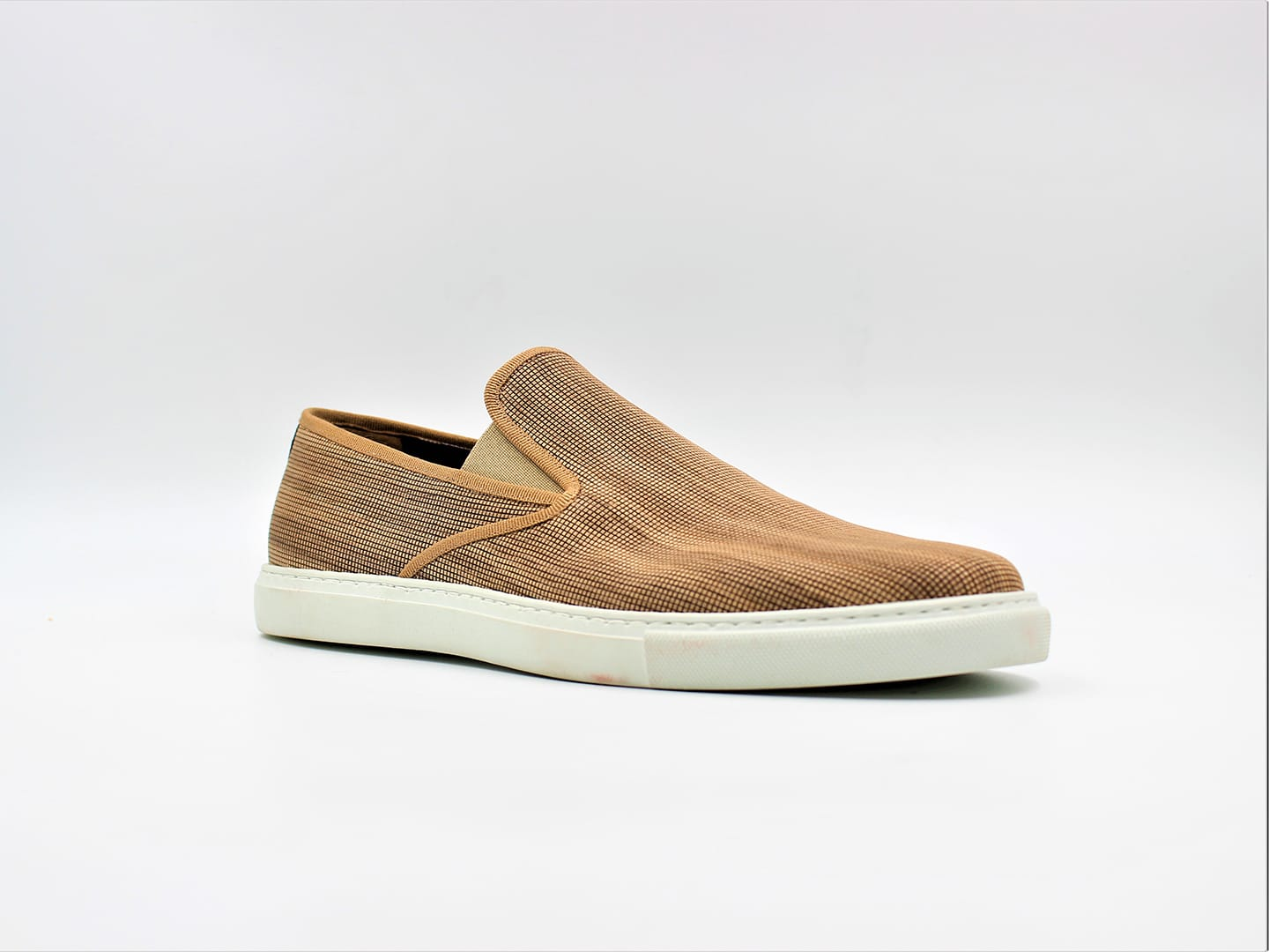 WOOWE - Pablo Sneaker made with FSC maple wood fiber and natural rubber sole.