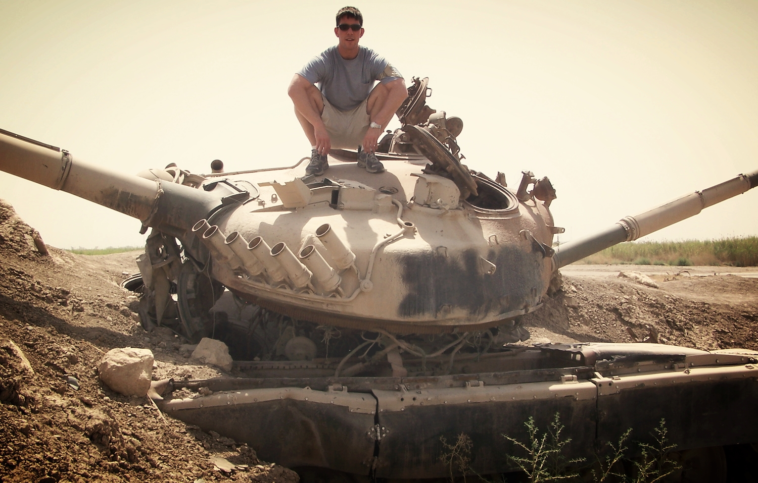 Tank Douche (Camp Slayer, Baghdad)