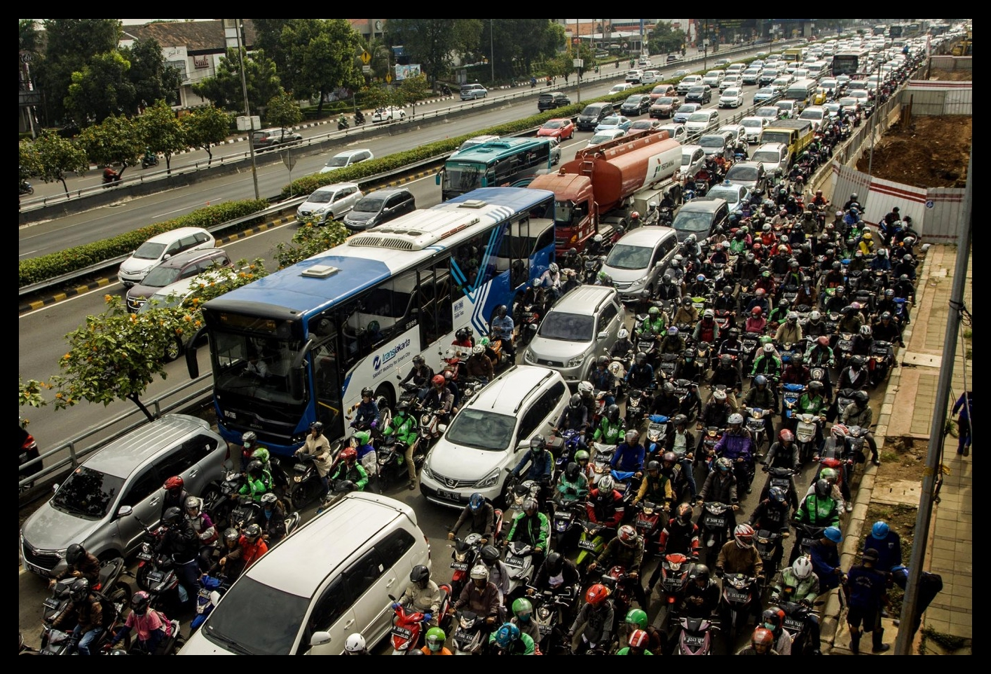 Jakartans spend 22 days in traffic jam per year: Survey - The Jakarta PostJakarta / Wed, November 1, 2017 / 07:02 pmJakartans spend a longer time in traffic compared to citizens of other major Asian cities, a study revealed on Wednesday.App-based transportation firm Uber, in collaboration with the Boston Consulting Group, released a study revealing that drivers in Jakarta spend an average of 22 days a year in traffic…READ MORE
