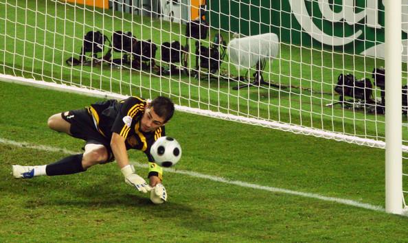 Casillas stops Di Natale.
