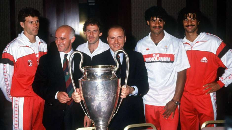 Sacchi and Berlusconi celebrate the 1989 Cup victory.