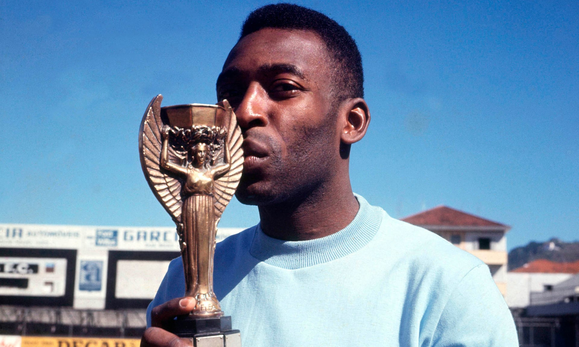 Pele kisses the Jules Rimet Trophy