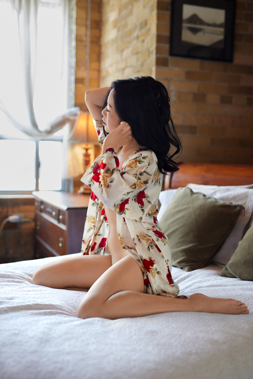 4-phenominal-pose-private-bedroom-hotel-photos-toronto-woodbridge-schomberg-boudoir-glamour-beeton-alliston-sexy-pictures-tottenham-barrie-mono-orangeville-lady-womens-nude-naked-revealing-private-privacy-artistic-images-comfotable-alliston-newmarket.jpg