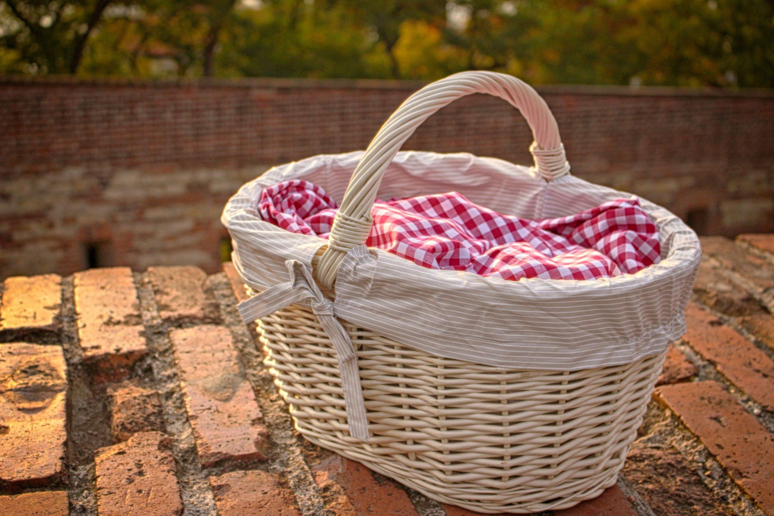 basket-brick-wall-bricks-274050.jpg