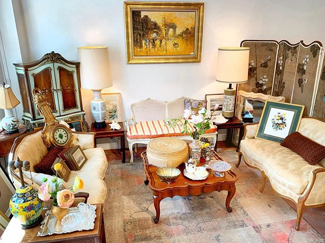 It's time to decorate our living room to creamy warm pastel color. The color and mood of your home can have a dramatic effect on your emotions and your wellbeing. Check out our shop for more antiques stuffs. Have a good weekend (: . . . . . . #livingroom#antique#vintageshop#antiqueshop#sanfrancisco#furniture#antiquefurniture#moodandtone#pastelcolor#room#cosy#antiques#consignment#consignmentshop#classroomdecor