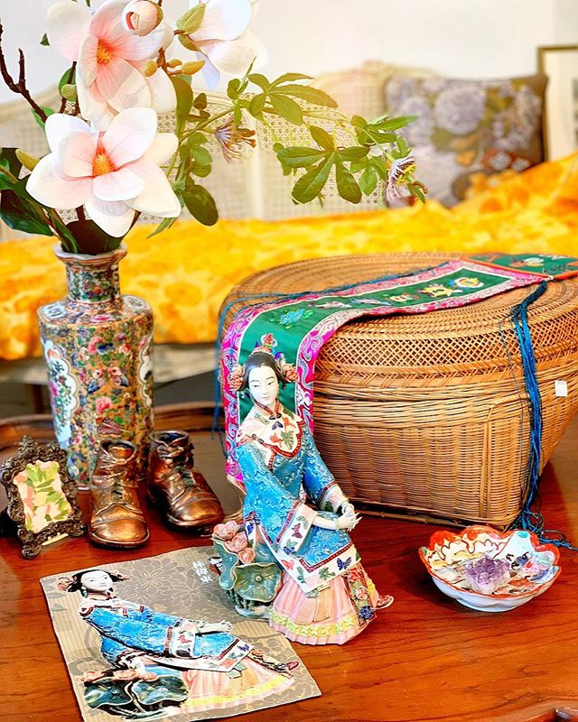 I love the combination of sunshine and Asian style. Check our shop for more Asian vibe. . . . . . . #antique#asainstyle#vintageshop#antiqueshop#sanfrancisco#furniture#antiquefurniture#moodandtone#pastelcolor#room#cosy#antiques#consignment#consignmentshop#classroomdecor