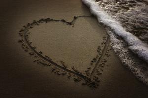 eb3f9-heart-on-beach.jpg