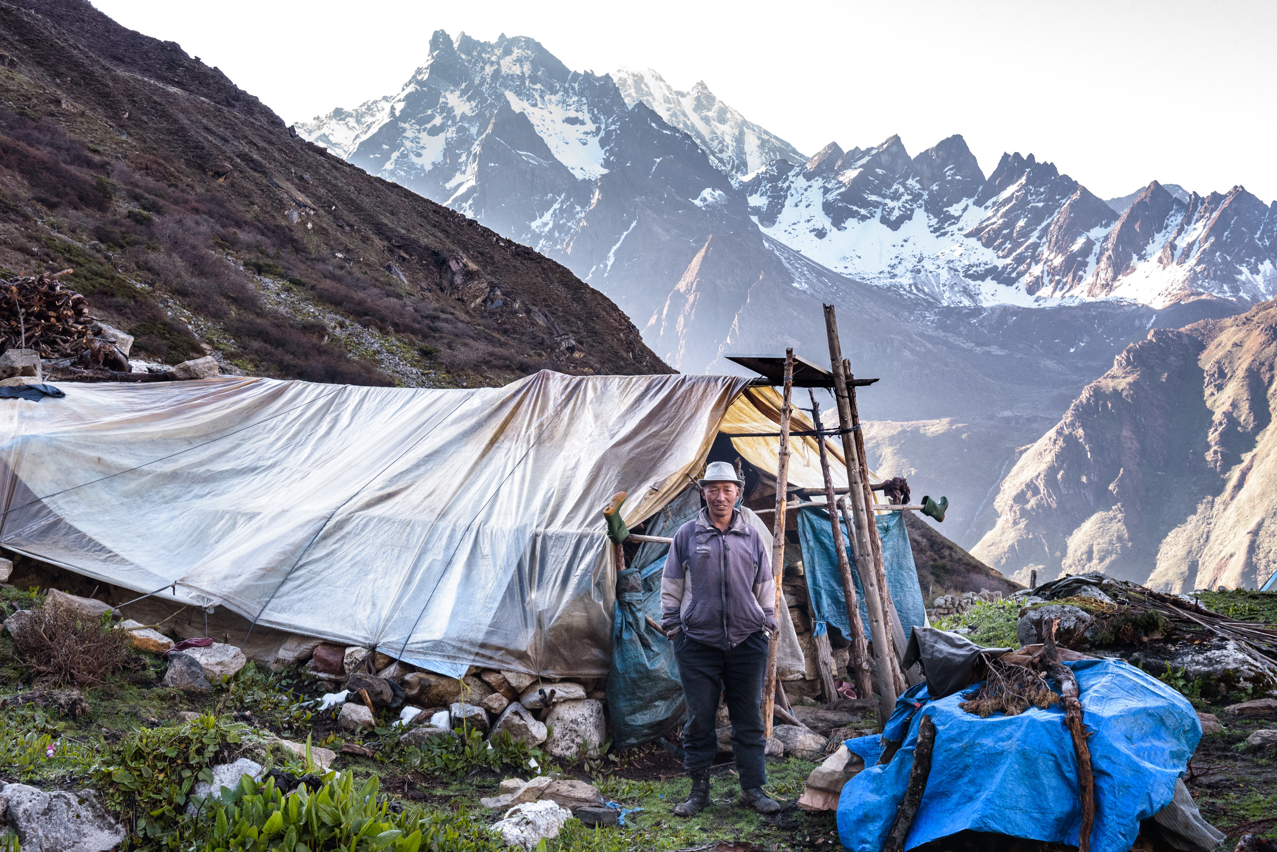 Dugya outside the shelter he shares with Samten Doma at Thoktanglaka.