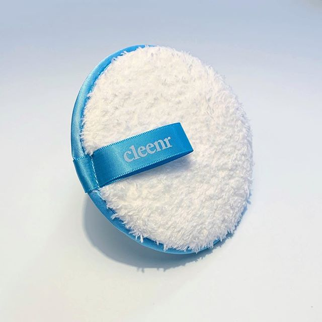 Cleenr is the easiest way stick to your skincare resolutions in 2019 - take of your makeup every night so you can keep Netflix-ing. ✨🔵