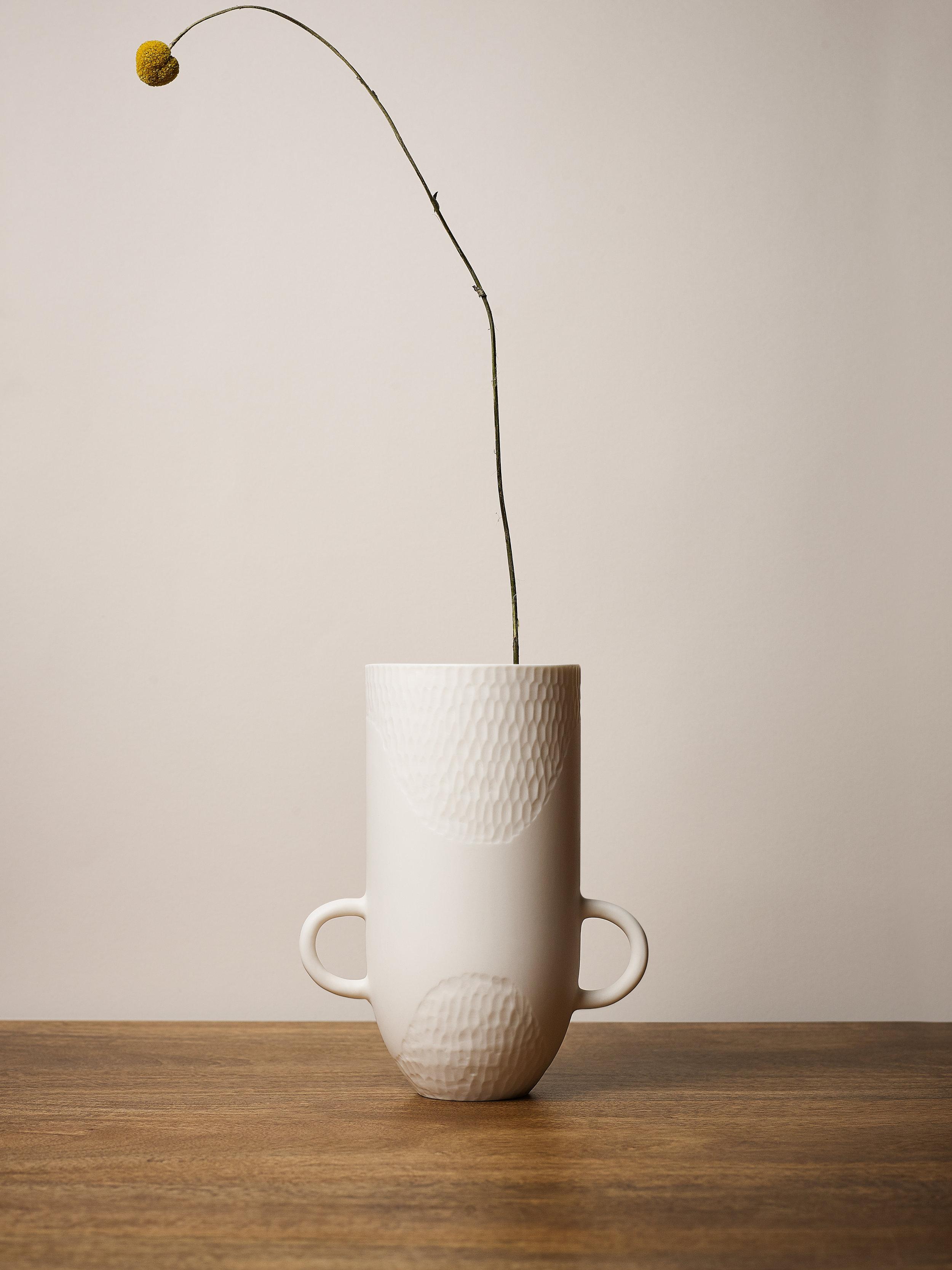 Sibling Vase Scallop Handled 3.jpg