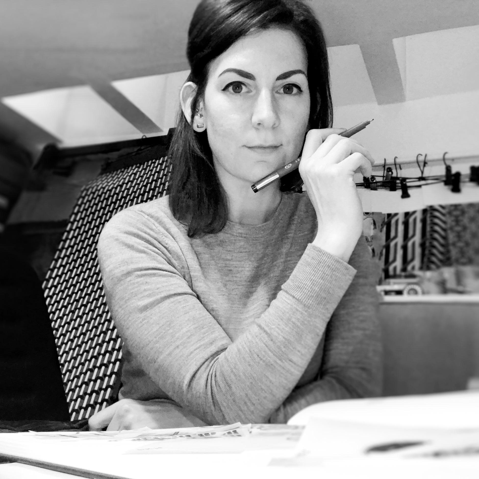 Gina Pipet Pic April 2019-1BkWht.jpg