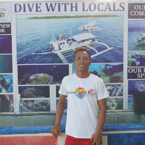 "Jun Jun Dive Master  - He is Alona Divers' ""Main Guy"". He was trained by the late Peter Buermann and a very good macro spotter, regulator technician, compressor-man and speedboat operator. Always smiling, Jun-Jun is very humble and friendly. He is often requested by returning guests."