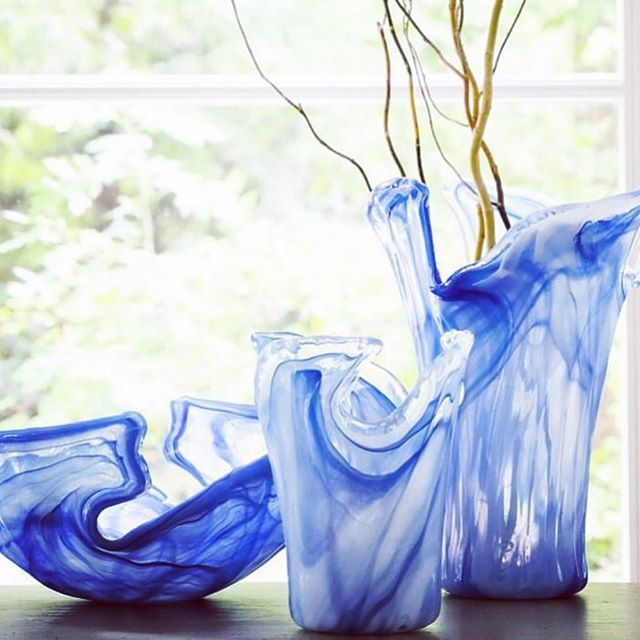 Crazy about these new glass pieces! Great additions from Vietri for 2019! #workinggoodsvietri #corporategifts #artisangifts #madeinitaly #fabulousblues