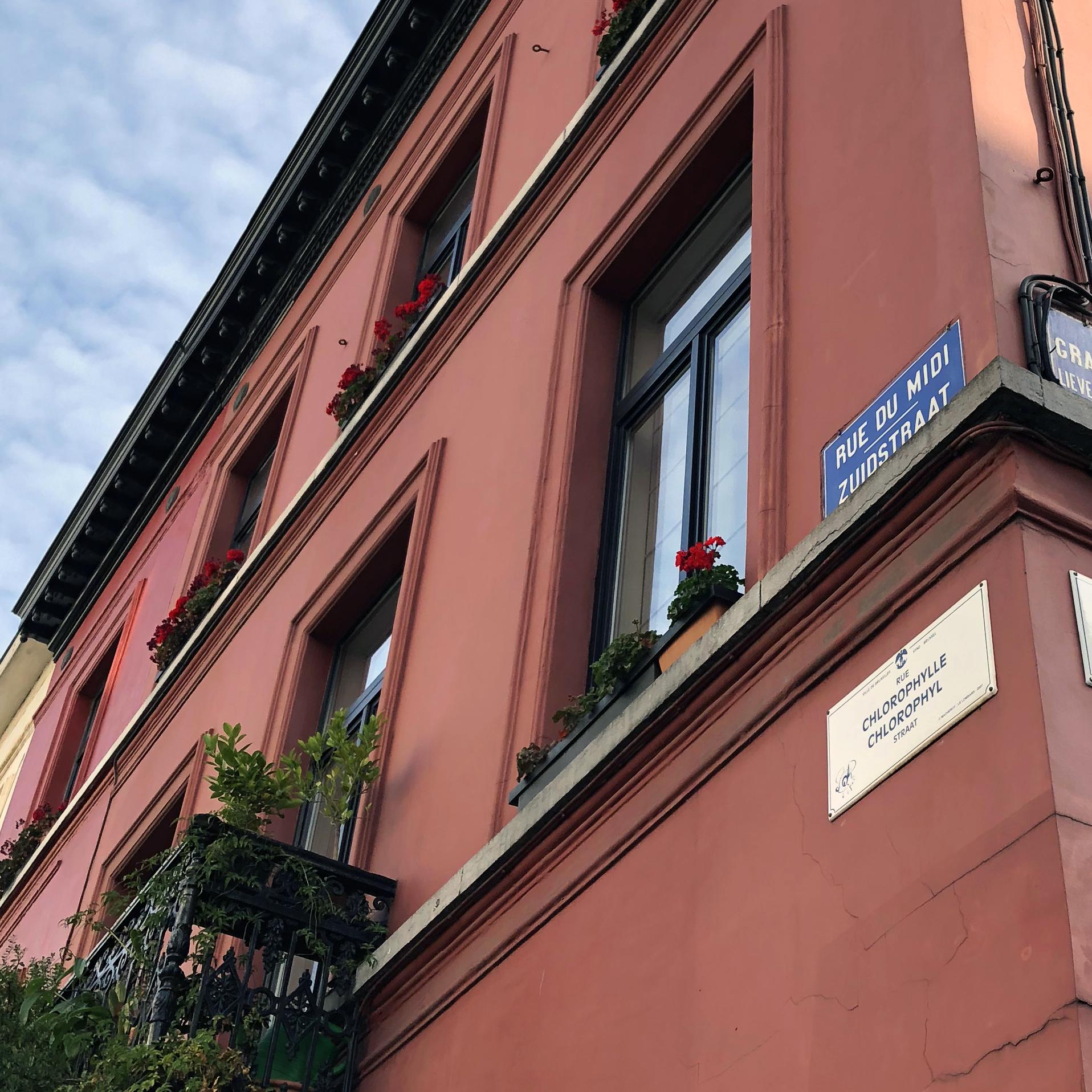 Kurt Writes Things - Bilingual Signs In Brussels, Belgium.jpg