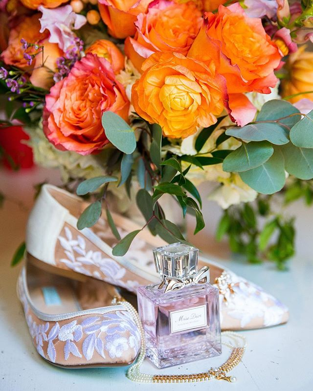 The bride's deets! ❤️ . Photographer 📸: @rosyandshaun . Florals 🌸: @emeraldcitydesigns . . . #weddingdetails #thedeets #detroitwedding #weddingday💍 #michiganwedding #engagementseason